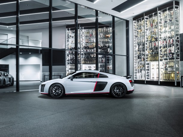Audi-R8-Coupe-V10-plus-selection-24h